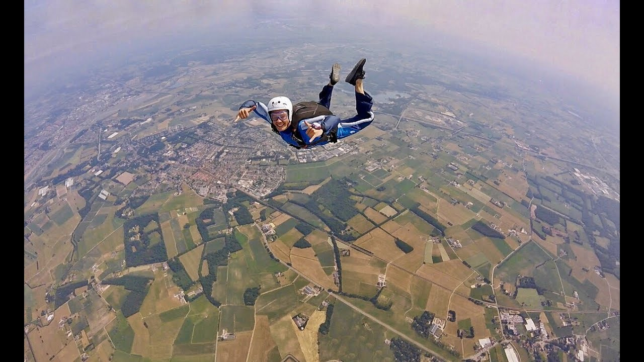 SKYDIVING TEUGE, THE NETHERLANDS 12 000ft