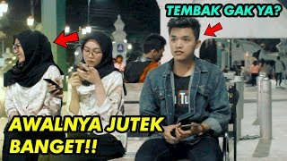 PRANK NEMBAK CEWEK CANTIK GAK DIKENAL | JUTEK BANGET SUMPAH!! PRANK INDONESIA