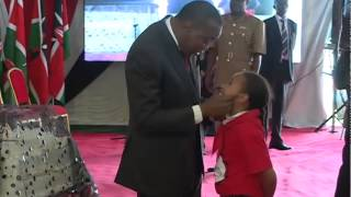 H.E Uhuru Kenyatta dances at Kenya Red Cross Society