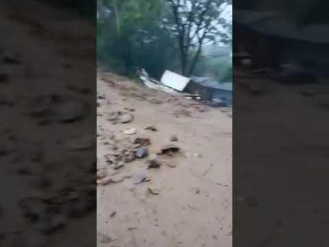 «Ужас, что творится»: курортный поселок в Приморье разрушает стихия