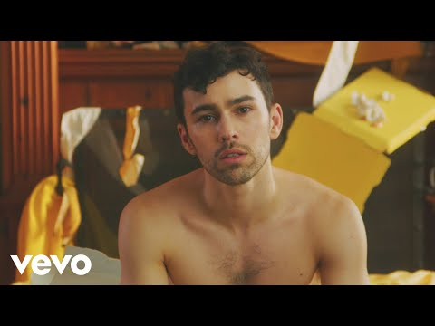 MAX - Love Me Less (feat. Quinn XCII) (Official Video) Mp3
