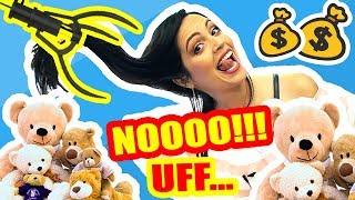 LA MAQUINA ME ROBA O FUE UN ACCIDENTE?! Jugando en Expendedora Gancho de Peluches - SandraCiresArt thumbnail