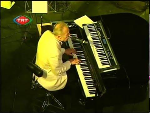 Bozkurt İlham GENCER - Ne Mutlu Türküm Diyene ( Canlı Performans )