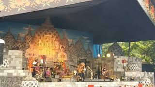 Video Iwan Fals - Langgam Lawu (Konser Situs Budaya -Jawa Tengah) download MP3, 3GP, MP4, WEBM, AVI, FLV April 2018