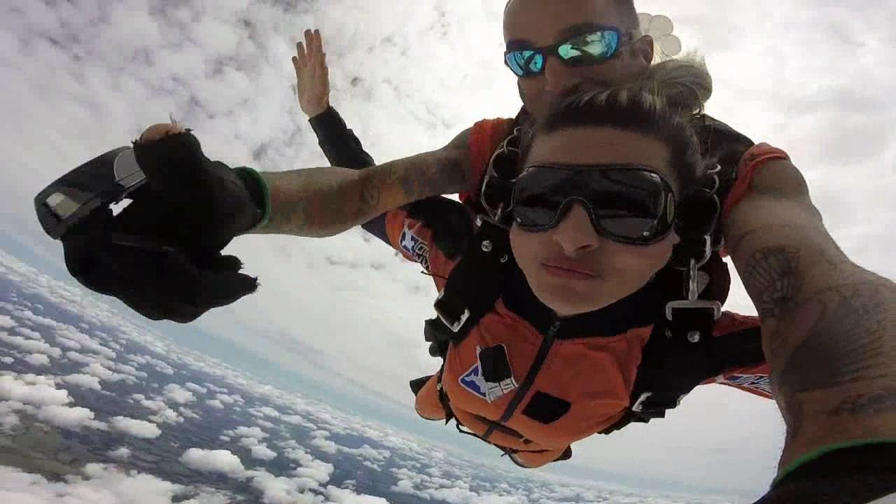 Salto de Paraquedas da Rosimeire na Queda Livre Paraquedismo 07 01 2017