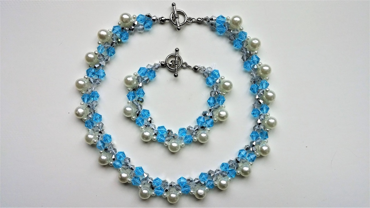 Elegant handmade beaded necklace and bracelet Beginners
