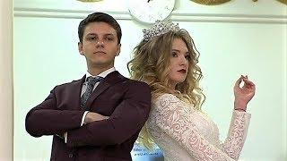 В Сургуте дефилировали в свадебных платьях и смокингах