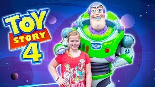 Assistant Hunts for Toy Story Woody and Jessie at Toy Storyland with Buzz Lightyear