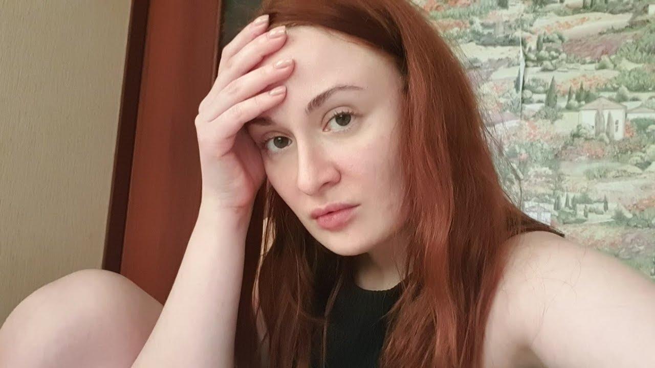 Der russische Pornostar Eva Berger fickt einen Kerl und einen Kameramann im Hardcore-Stil