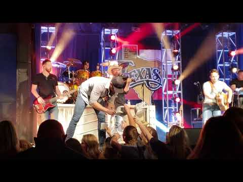Easton Corbin All Over The Road And Playoff  At Billy Bob's Texas 5.18.18