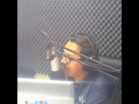 Fidel Villanueva en estación de radio en La Paz parte 1