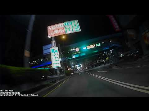 08/02 新莊中正路 差點與闖紅燈警務人員撞上(前鏡頭)
