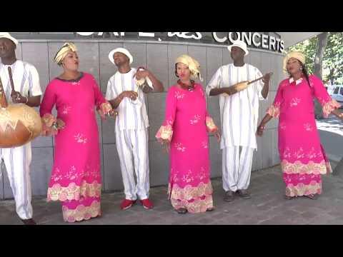 oumou jolie toure avec son ensemble instrumental de la diaspora Malienne en France