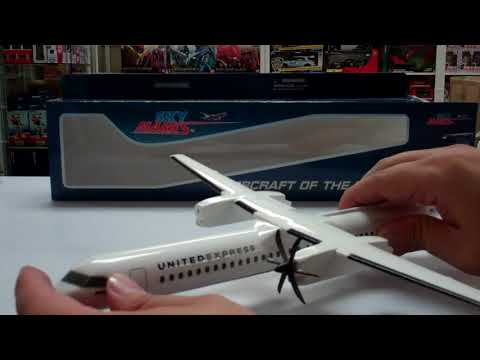 Skymarks United Express Bombardier Q400 1/100 Scale Model With Stand