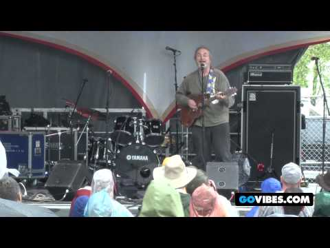 """David Gans Performs Elvis Costellos """"Watching the Detectives"""" at Gathering of the Vibes 2012"""