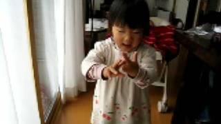 NHKの朝ドラ「だんだん」の主題歌を歌っています。 2歳6ヶ月です。
