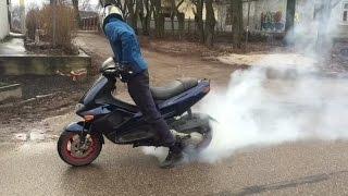 Как делать бернаут на скутере...