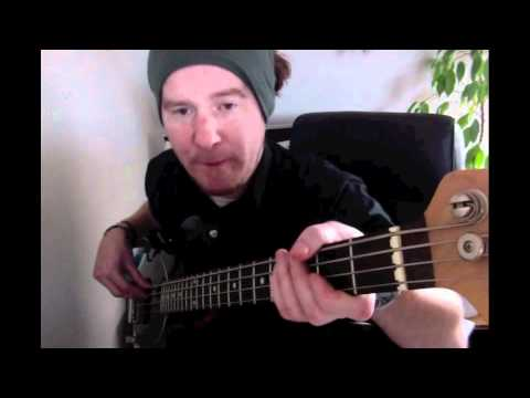 Bass Lesson:  MC hammer: Can't touch this (Originally Rick James - Superfreak)