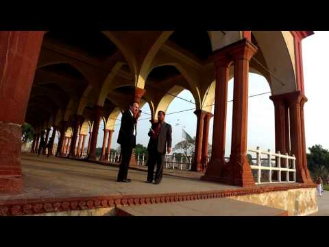 Walking around Lahore Fort with Soomroo in 4k