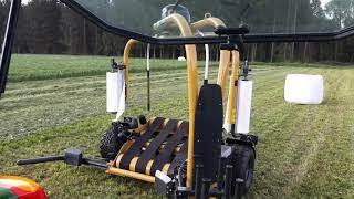 Owijarka 1400V w akcji solo z traktorem John Deere od Fricke - Orneta - V 2019