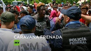 Militares y policías de México detienen a migrantes en la frontera con Guatemala