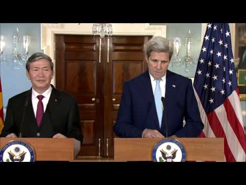 Secretary Kerry meets with Vietnamese Executive Secretary Dinh The Huynh