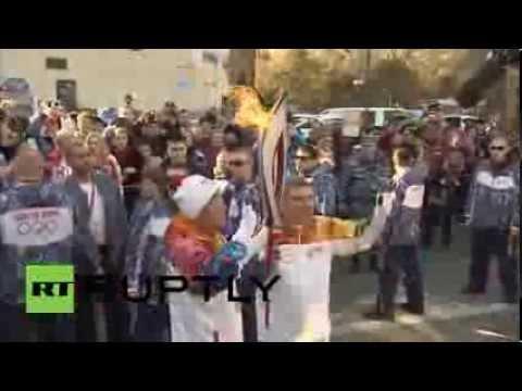 Russia: Ban Ki-moon runs with Olympic torch