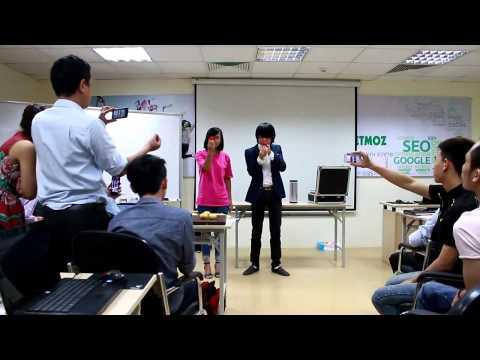 Học Viên VietMoz Trình Diễn ảo Thuật Tại Lớp Học SEO