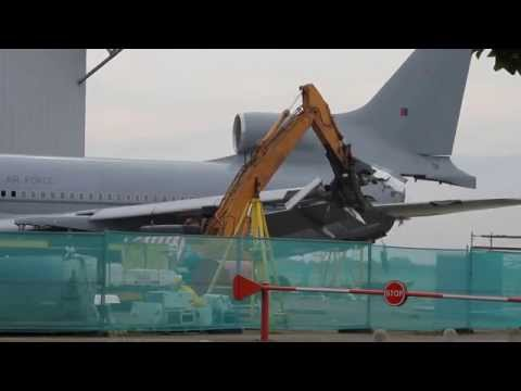 The scrapping of Lockheed L-1011-385-3 TriStar C2 ZE706. Part 1