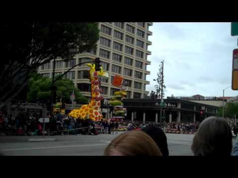 Rose Parade 2017 - UPS Giraffe Float
