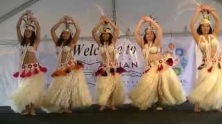 Download Grass skirt Hula dance from Tahiti -- watch the hips