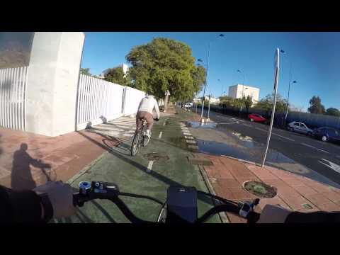 Cycling in Sevilla: Ronda de Capuchinos _ Calle Maria Auxiliadora _ Parque del Alamillo