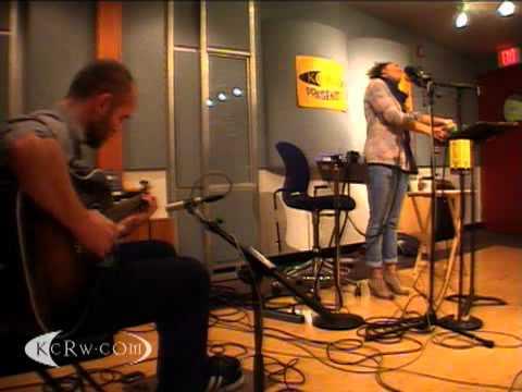 "Bonobo featuring Andreya Triana performing ""The Keeper"" on KCRW"