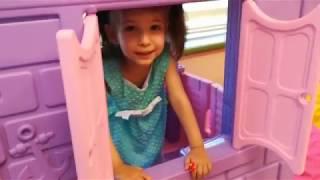 Eylül Oyun Evinde Evcilik Oynuyor