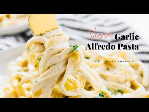 VEGAN GARLIC ALFREDO PASTA | CREAMY & CHEESY | easy vegan dinner recipes