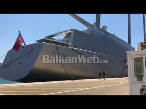 Jahti me vela më i madh në botë ankoron në Sarandë