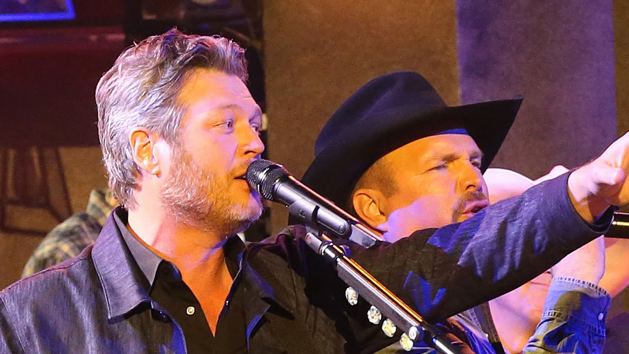 Blake Shelton Angered By Garth Brooks' CMA Decision