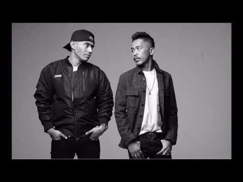 AKU BUKAN DEWA  HAZAMA featuring ALTIMET LIRIK VIDEO