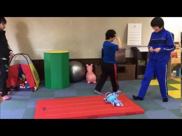 体育の時間「側転」|すくすくスクール|石川県加賀市|放課後等デイサービス