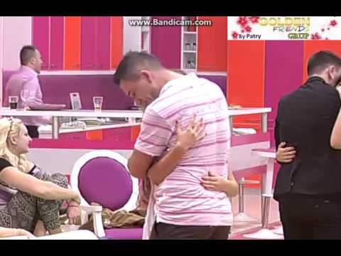 Marian&Cristiana-melodii de dragoste si sarutari ; primul lor sarut :)