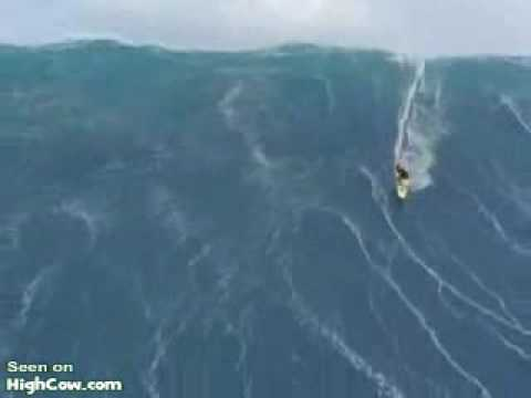 Surfer caught in a huge tidal wave. - YouTube