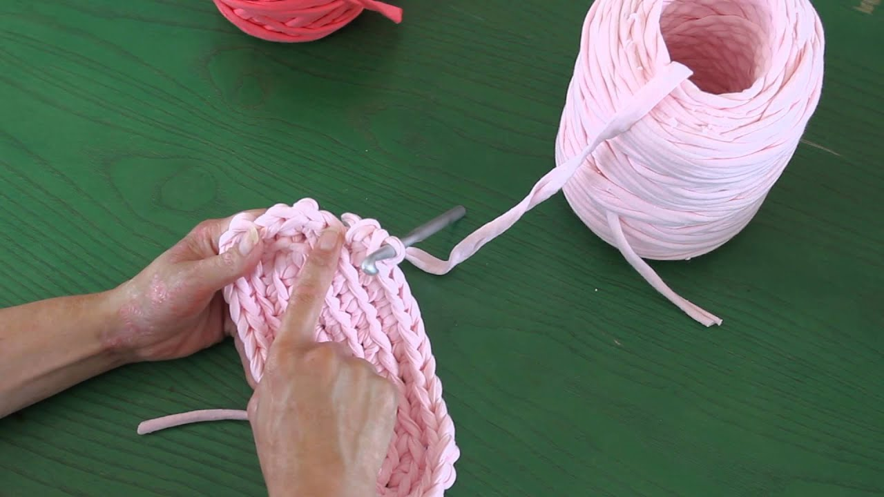Zapatillas hechas a mano tutorial diy crochet xxl - Como hacer alfombras con trapillo ...