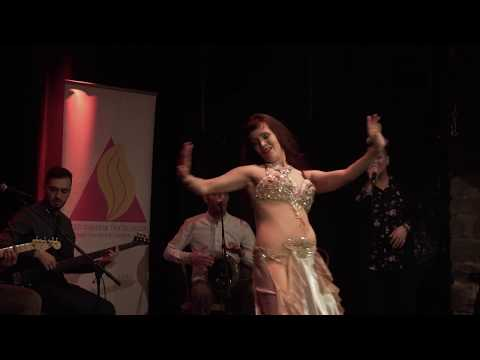 Laura Zaray performing 3ala babi wa2ef amaren
