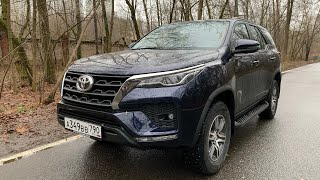 Взял Toyota Fortuner с обновами CarPlay/Android auto
