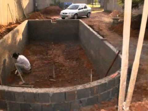 V deo de n 001 de constru o de piscinas de vinil em sete for Como se construye una piscina de concreto