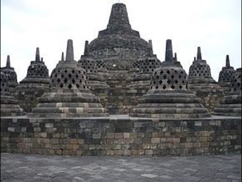 Operator Dinas Pendidikan Banyuwangi Menjelajah Wisata Borobudur