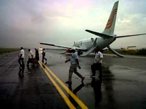 aerocontractors flight after emergency landing in lagos.3GP