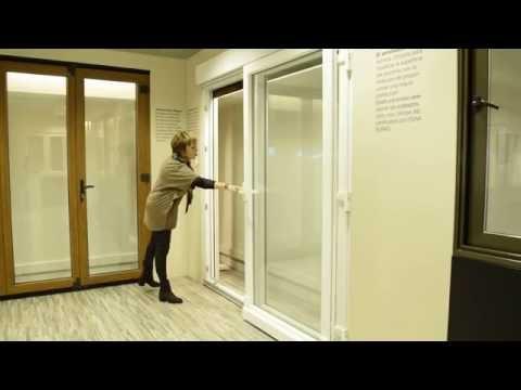 Puerta osciloparalela ventanas de pvc en la comunidad de for Puerta osciloparalela