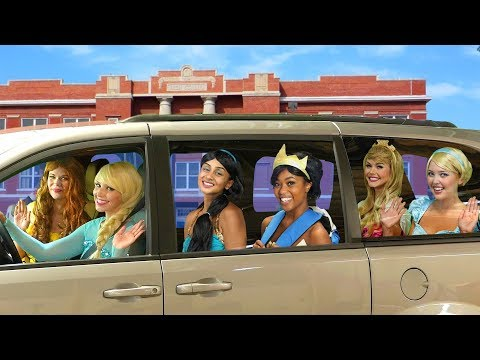 DISNEY PRINCESS CARPOOL RIDE. Tiana Turns into a Frog, with Elsa, Belle, Jasmine, Cinderella, Aurora