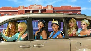 DISNEY PRINCESS CARPOOL RIDE. Tiana Turns into a Frog, with Elsa, Belle, Jasmine, Cinderella, Aurora